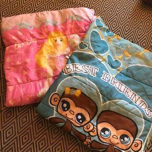 2 kids' sleeping bags